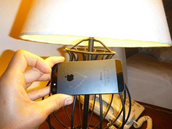 Madoogali Tourist Resort: spider web on the lamp