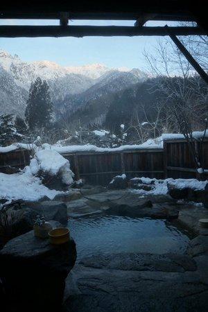 Ryokan Yakenoyu : Private open air onsen in January.