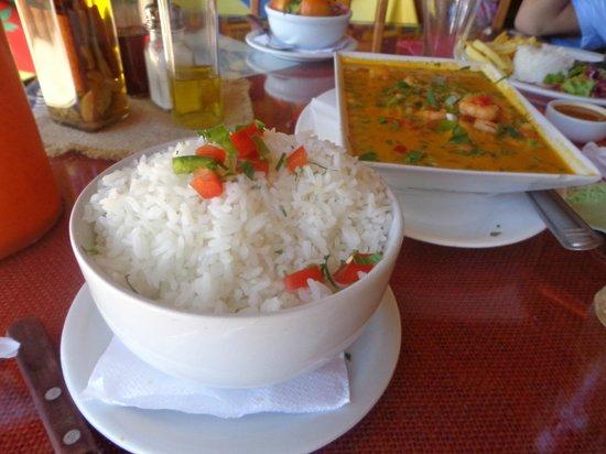 Jamaica Beach - Restaurante & Bar de Praia: peixe do dia ao molho de camarão