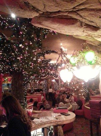Madonna Inn: Restaurant