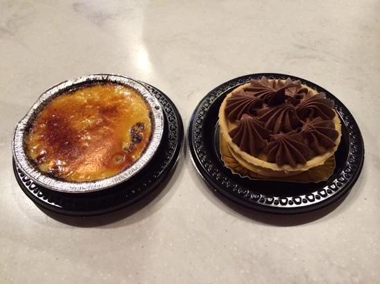 Les Halles Boulangerie Patisserie: Creme Brulee & Tarte aux Chocolat.