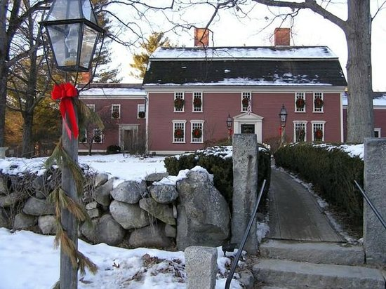 Longfellow's Wayside Inn: The Historic Inn, decorated for Winter and the Holiday Season.
