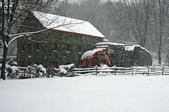 Longfellow's Wayside Inn: The picturesque Grist Mill located on the grounds.