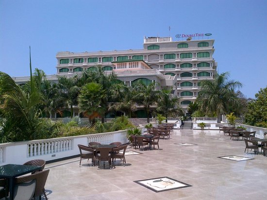 DoubleTree by Hilton Dar es Salaam-Oysterbay : View from the Pool area