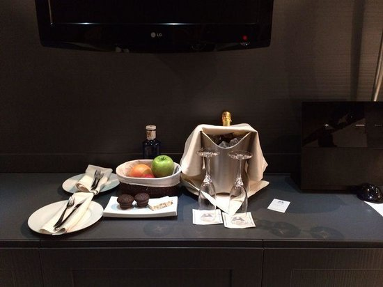 Hotel Val de Neu GL: A lovely welcome treat from the hotel shortly after our arrival, shortly after this a mini bottl