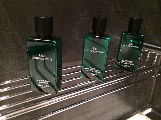 Hotel Val de Neu GL : My husbands favourite bathroom miniatures