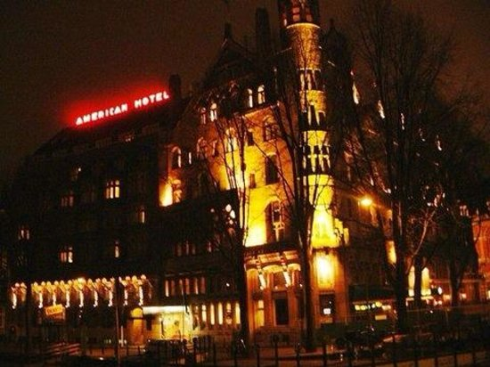 American Hotel Amsterdam: Night view during a cold night of November