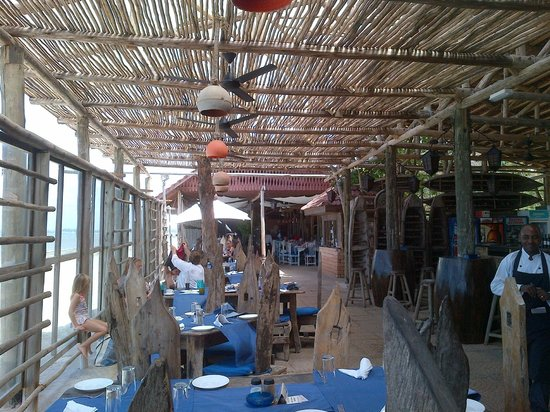 Mediterraneo Hotel & Restaurant: Great Local beach-front Africa Restaurant