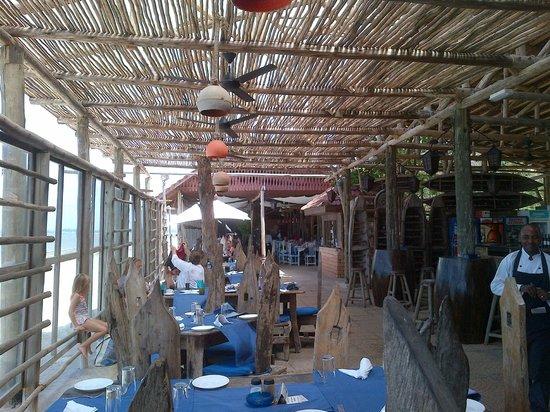 Mediterraneo Hotel & Restaurant : Great Local beach-front Africa Restaurant