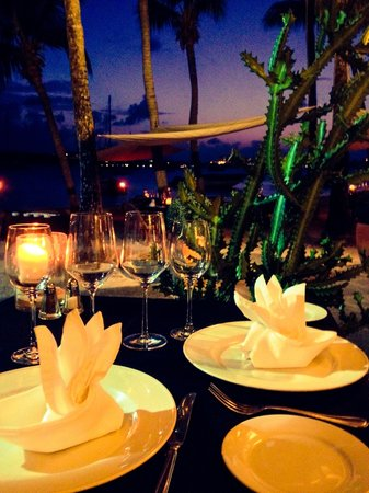 La Cigale Restaurant: Romantic table at La Cigale!