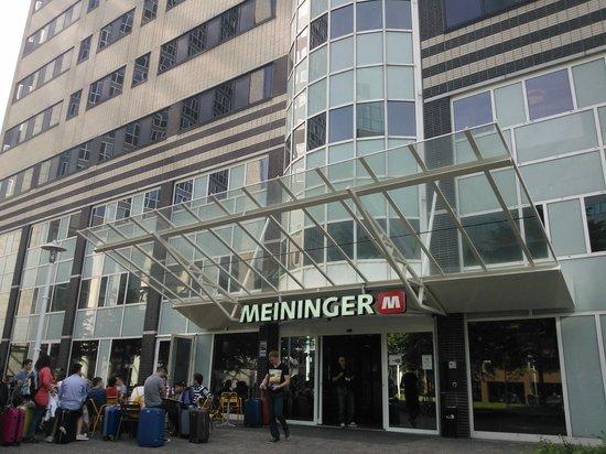 MEININGER Hotel Amsterdam City West: Lado de fora do hostel