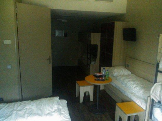 MEININGER Hotel Amsterdam City West: Quarto para 7 pessoas