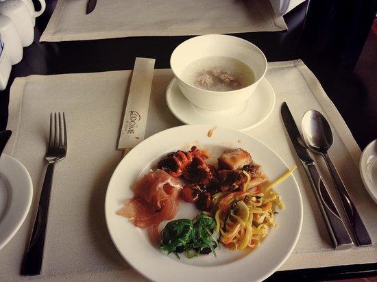 Tower Club at Lebua : Breakfast at Mozu