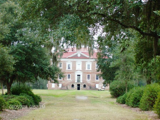 Drayton Hall: Front of the house