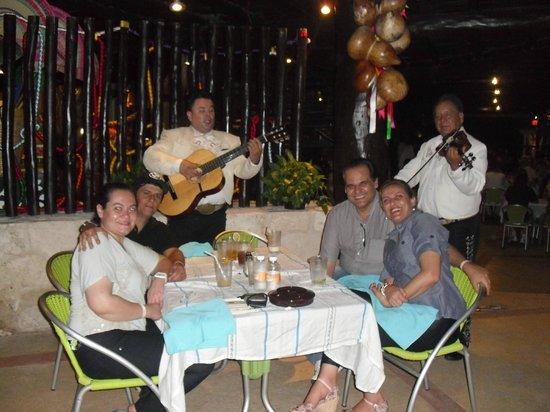 Mayan Palace Riviera Maya : Nosso primeiro jantar no Freeda´s