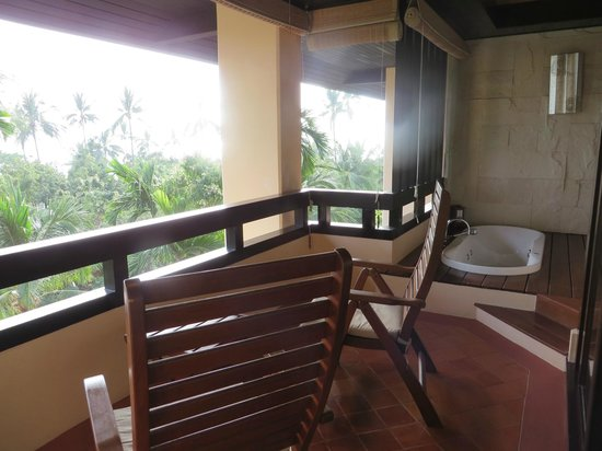 Renaissance Koh Samui Resort & Spa: patio with jacuzzi and ocean view