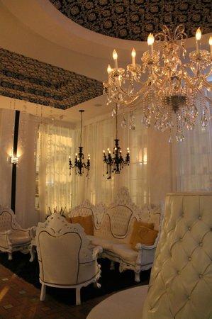 Whitelaw Hotel: awesome furniture!