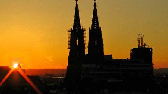 Pullman Cologne : Vista de la catedral desde la habitacion,piso alto.