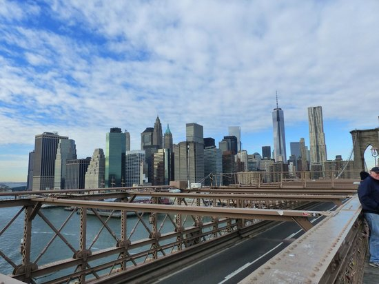 Puente de Brooklyn: Half Way across - View of Manhattan Skyline