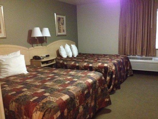 Home Towne Suites - Bentonville: room