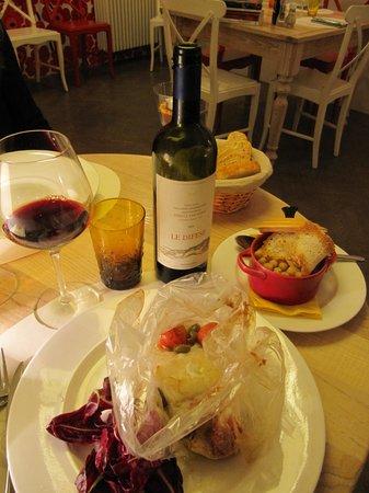 Osteria le civette: baccalà al cartoccio con pachini e olive, accompagnato da un pentolino di ceci