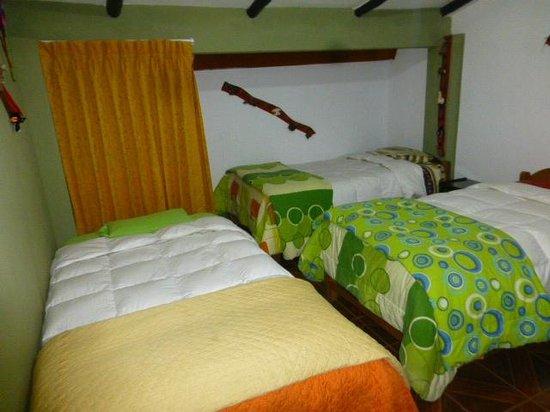 Hostal Casa del Inka: habitacion 3 camas