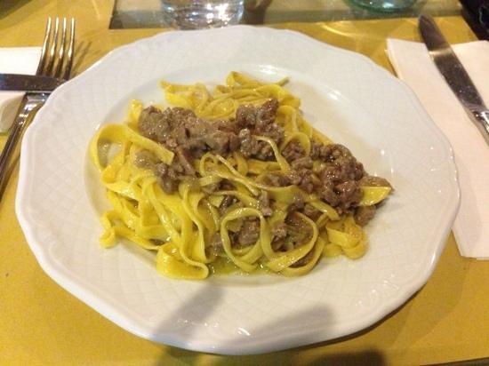 Osteria A Priori: fettuccine al ragu di chianina