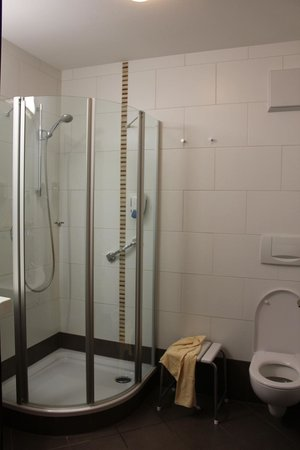 Hotel Weinbauer: ванная