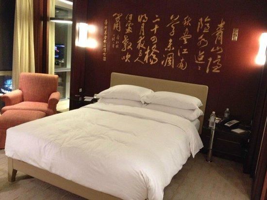 Grand Hyatt Shanghai: Bedroom, queen bed