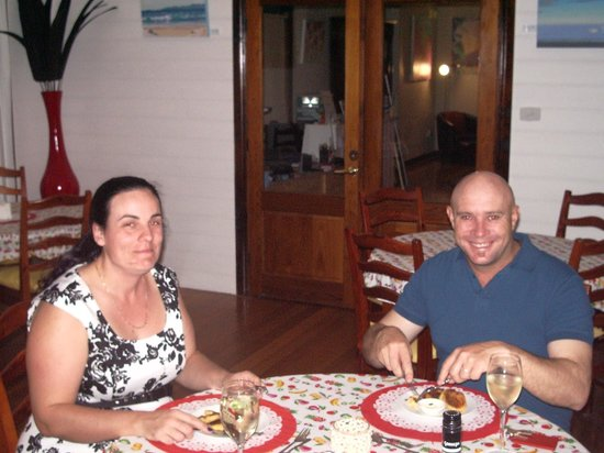 Tranquilles Luxury Spa B&B Guest House: Alan and Sarah enjoying a meal