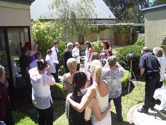 Tranquilles Luxury Spa B&B Guest House: Wedding ceremony in the courtyard