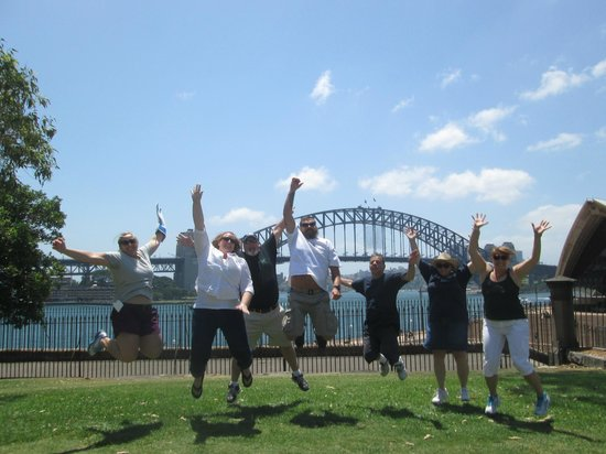 Peek Tours Sydney: Great time in front of the bridge.