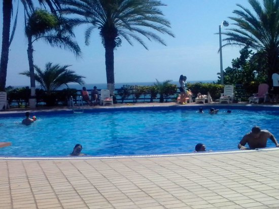 Flamingo Beach Hotel: La piscina