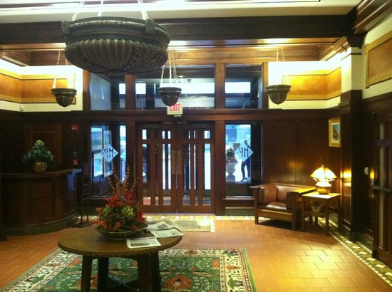 Hotel Pattee: A view of the beautiful lobby