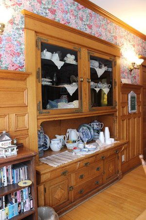 White Lace Inn: Building in Hutch in dining room in Main House