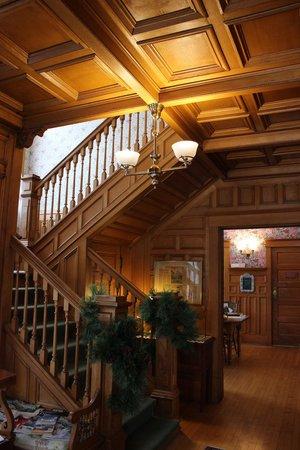White Lace Inn: Lobby in Main House