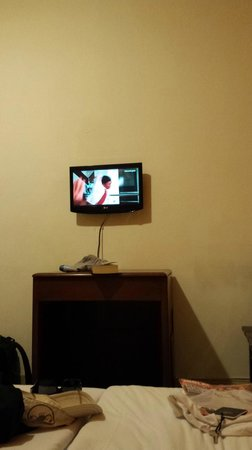 Hotel Mariscal Robledo: Televisor pequeño