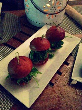 Sense Beach House: Mini hamburger délicieux