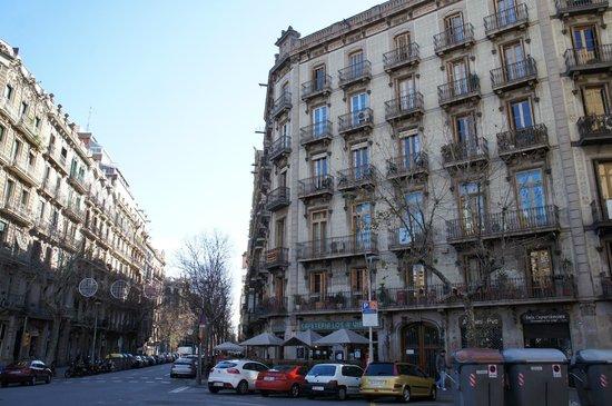 Primavera Hostel: hostel (right building, at 2nd floor)