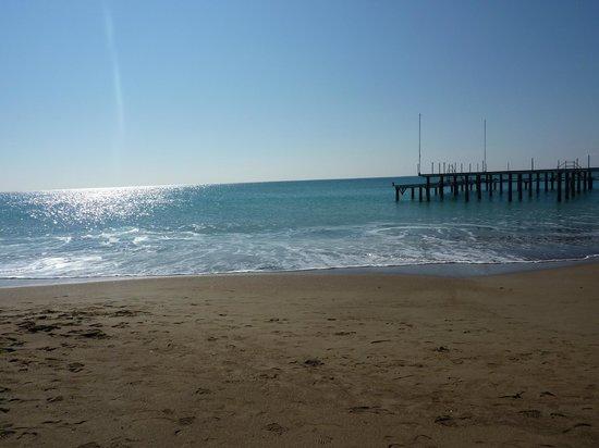 Baia Lara Hotel: beach