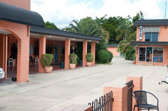 Riviera Motel Bundaberg: Entrance 4