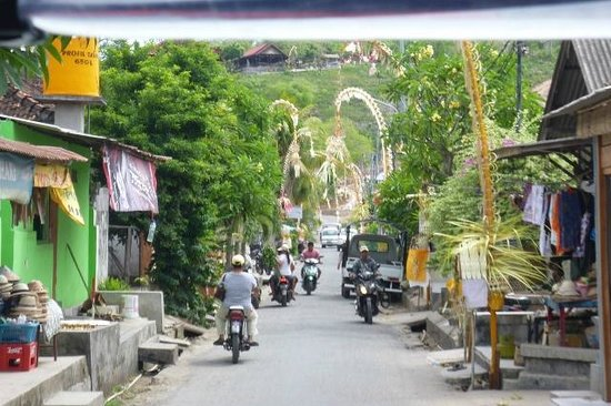 Lembongan Cliff Villas: Downtown Lembongan