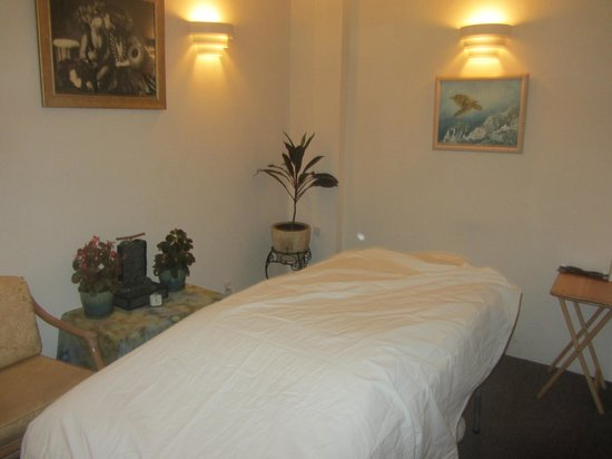 Lahaina Massage Therapy: One of the two treatment rooms