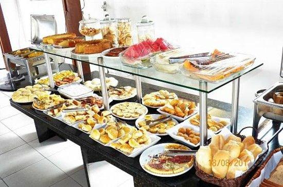 Pousada Villas Do Atlantico: Buffet do Café da Manhã