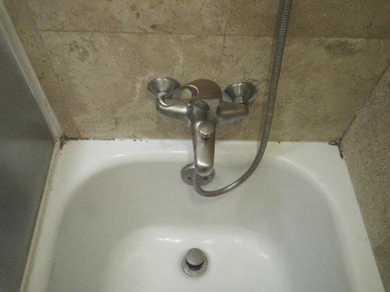 NH Collection Mexico City Reforma: Moho en la bañera