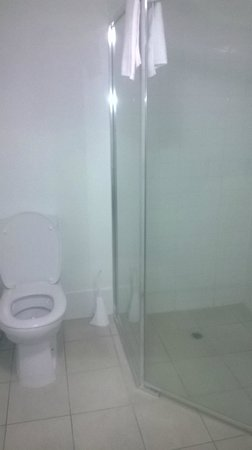 Oaks Aurora: 1bed toilet