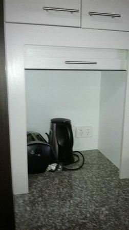 Oaks Aurora: 1bed kitchen2