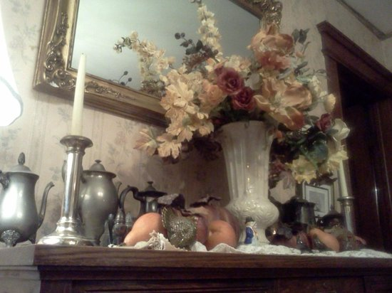 Turtle Street Bed and Breakfast: B&B Dining Rm