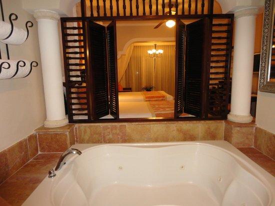 Paradisus Palma Real Golf & Spa Resort: Vista desde el baño