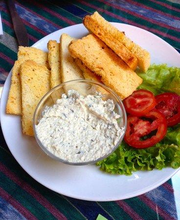 Cafe Condesa: Local cheese w/ garlic